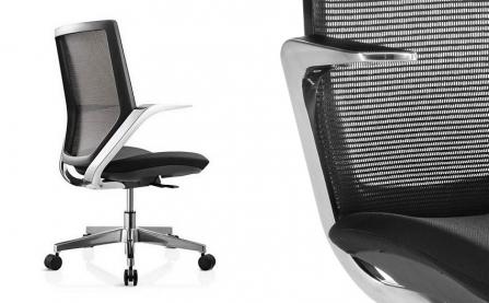 Silla de Oficina con asiento acolchado y respaldo de malla