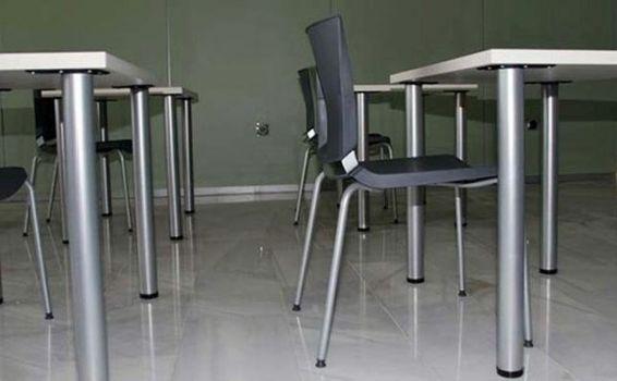Silla polivalente en combinación con la silla atenea de Dile.