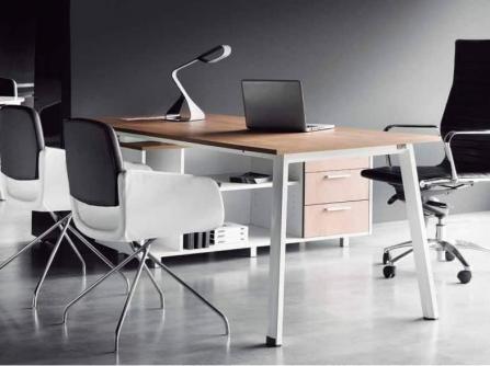 Mesa de oficina Extreme con Credenza. Officinca