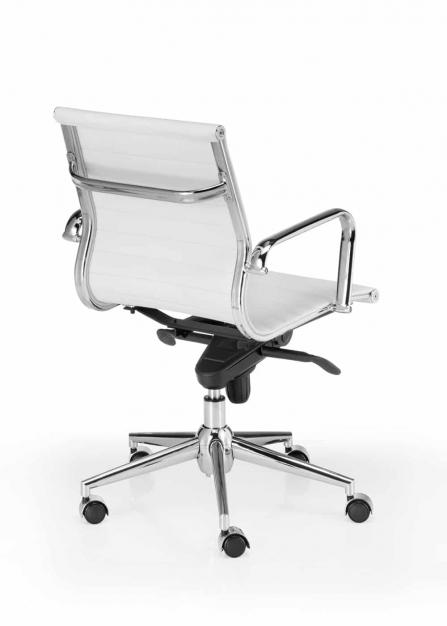 Silla de oficina giratoria Londres Star inspirada en la silla Eames para oficina color blanco vista posterior