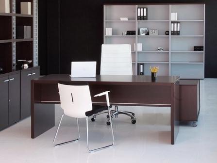 Mesa de oficina Pannel con faldón de melamina