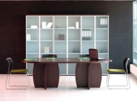 Mesa de reunión Pannel Dúo ovalada con patas aspa