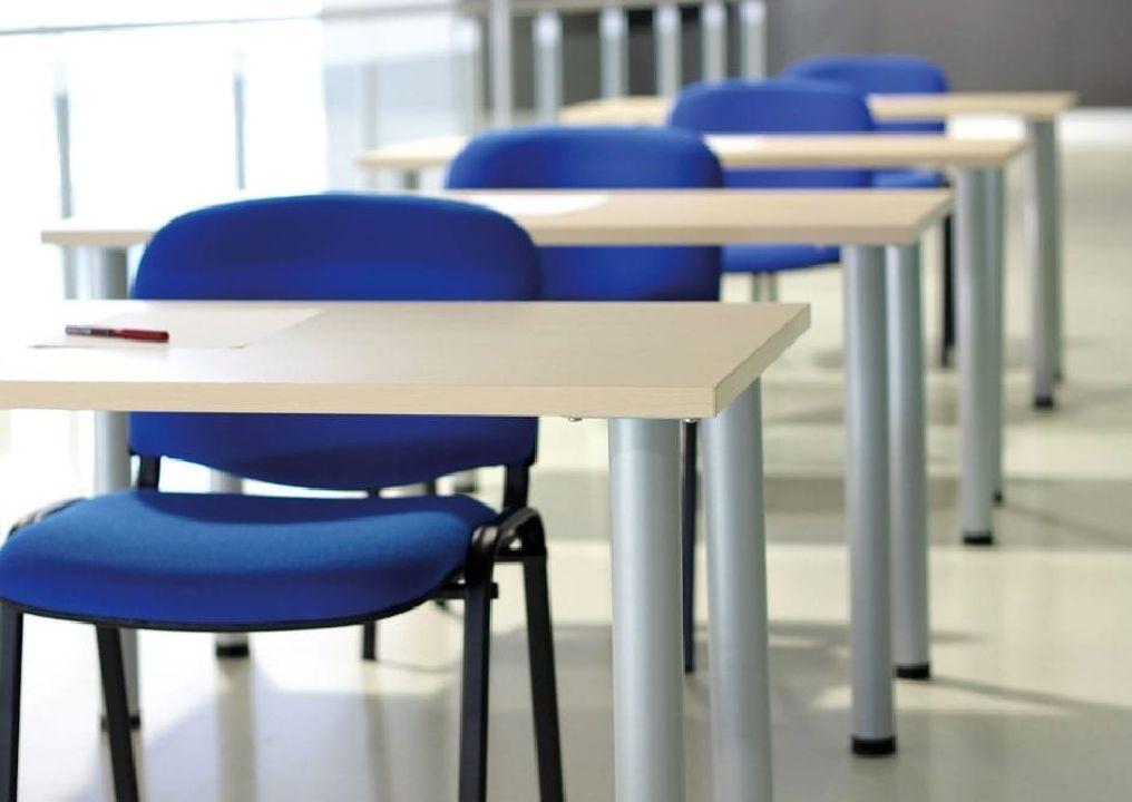 Mesa de formación para aulas acercamiento