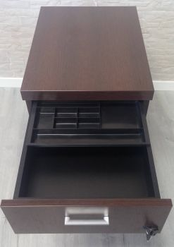 Cajonera de mesa de oficina de dirección Euro A3 de tres cajones detalle de cajonera. Mueble de Oficina.