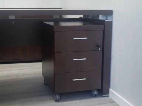 Cajonera de mesa de oficina de dirección Euro A3 de tres cajones debajo de escritorio wenge. Mueble de Oficina.