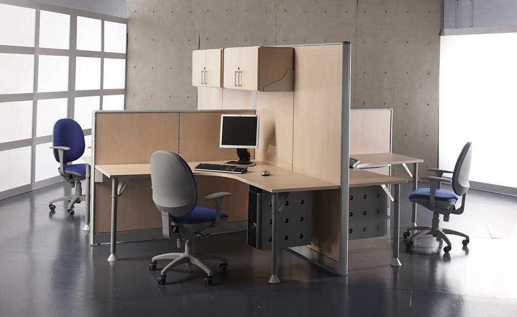 Oficina con Biombos separadores altos